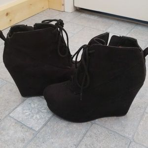 Shi ankle boots
